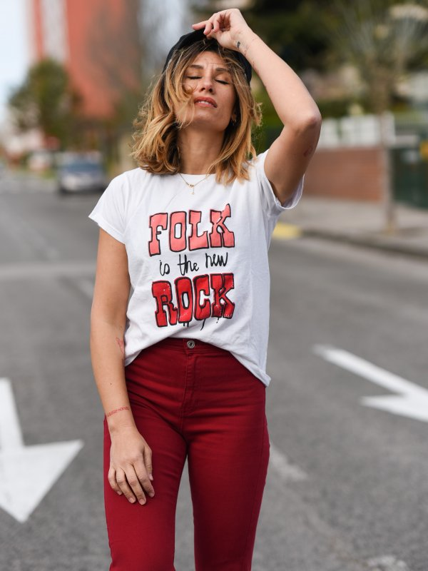 """CAMISETA CHICA """"FOLK IS THE NEW ROCK"""""""